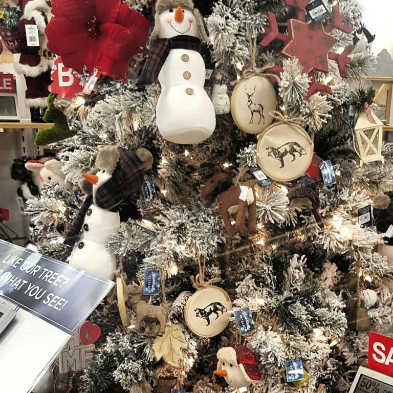 Best Decoration Idea For Your Christmas Tree With Snow Man