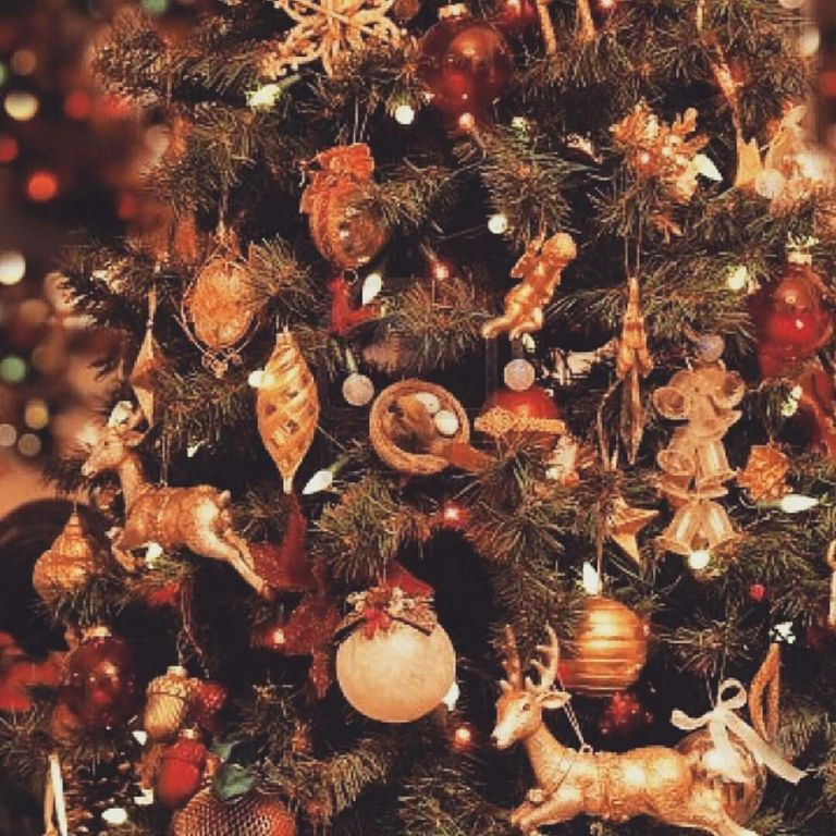 Eye Catching Lighting Decoration On Christmas Tree