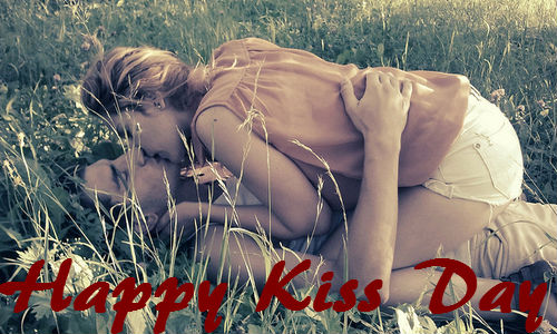 Great Happy Kiss Day Couple Kisses Each Other