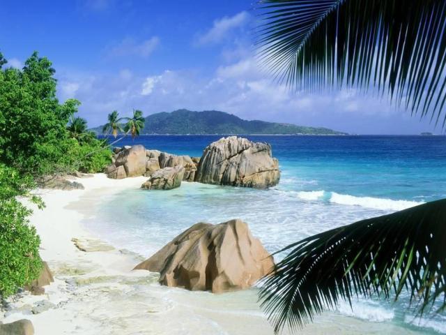 Incredible Beach And Rocks 4K Wallpaper
