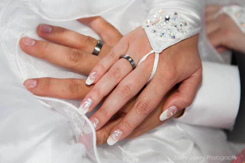 Lovely Bride Hand Happy Wedding Wishes Wallpaper
