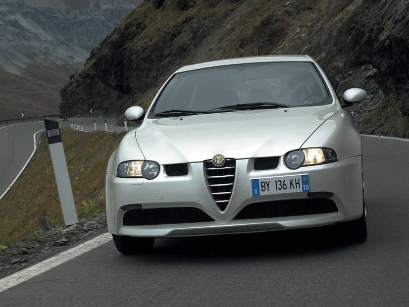 Mind blowing view of White colour Alfa Romeo 147 GTA Car on the road