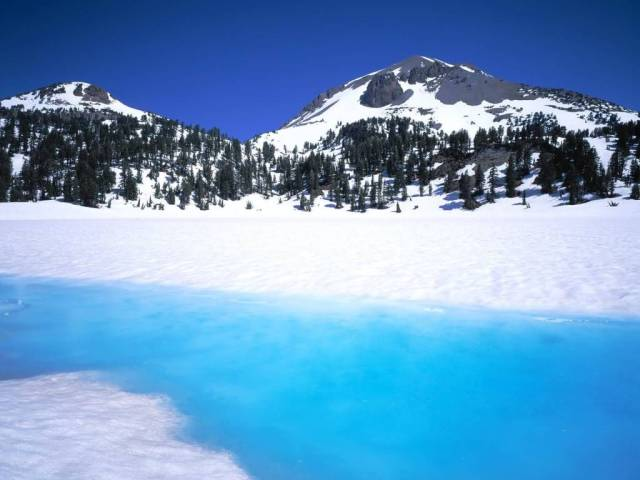 Most Amazing Lassen Peak and Snowmelt in Lake Helen Lassen Volcanic National Park California 4K Wallpaper