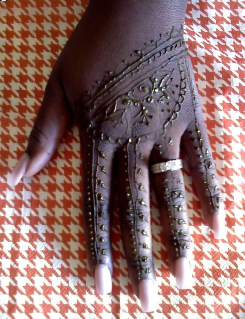 Most Wonderful Black Henna Hand Tattoo With Full Blue Hand For Women