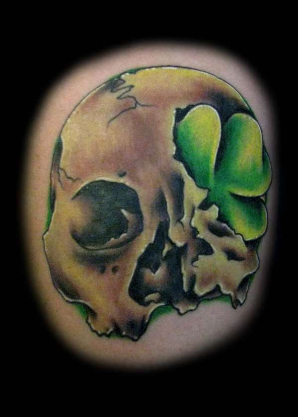 Out Standing Red Black And Green Tattoo Color Ink Skull & Clover Design For Boys