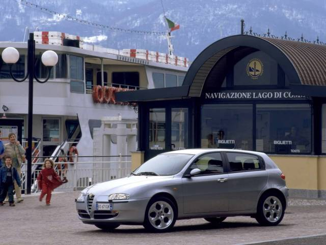 Very beautiful silver color Alfa Romeo 147 Car
