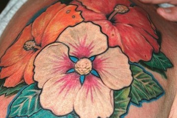 Adorable Floral Tattoo On Shoulder For Men And Woman