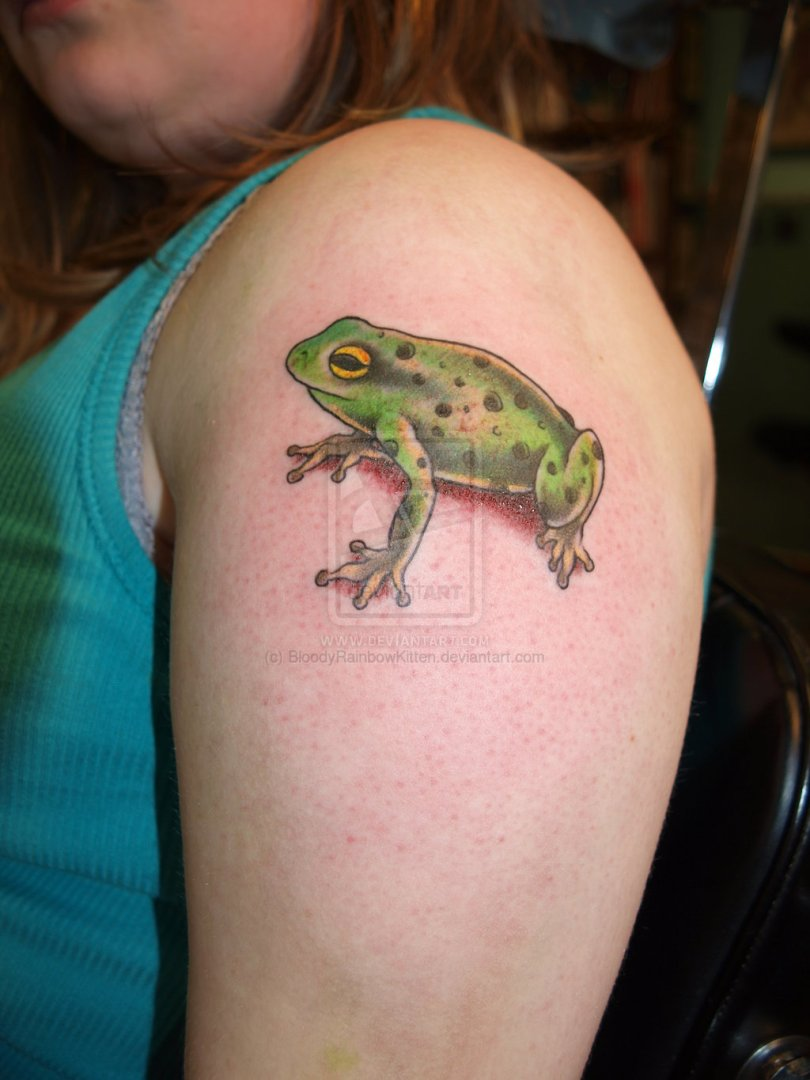Beautiful 3D Frog Tattoo On Shoulder For Girls