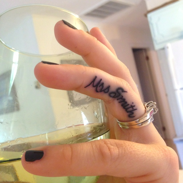 Cool Name Tattoo On Finger For Girls
