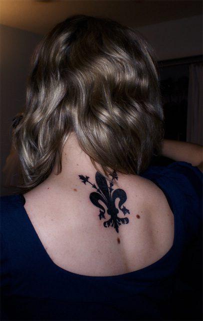 Coolest Black Ink Fleur De Lis Tattoo On Back For Girls