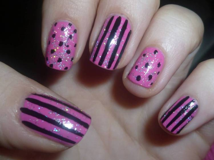 Dashing Black And Pink Nails With Lining And Sparkling Ink