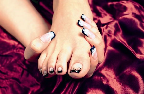 Eye Catching Black French Tip Nails On Toe