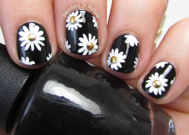 Glossy Flower Nails With Black Paint Black And White Nail Art