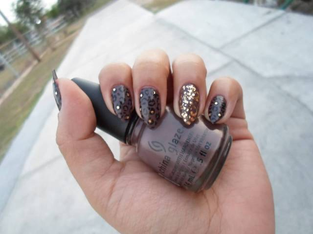 Great Black With Golden Nail Paint Glitter Accent Nail Art