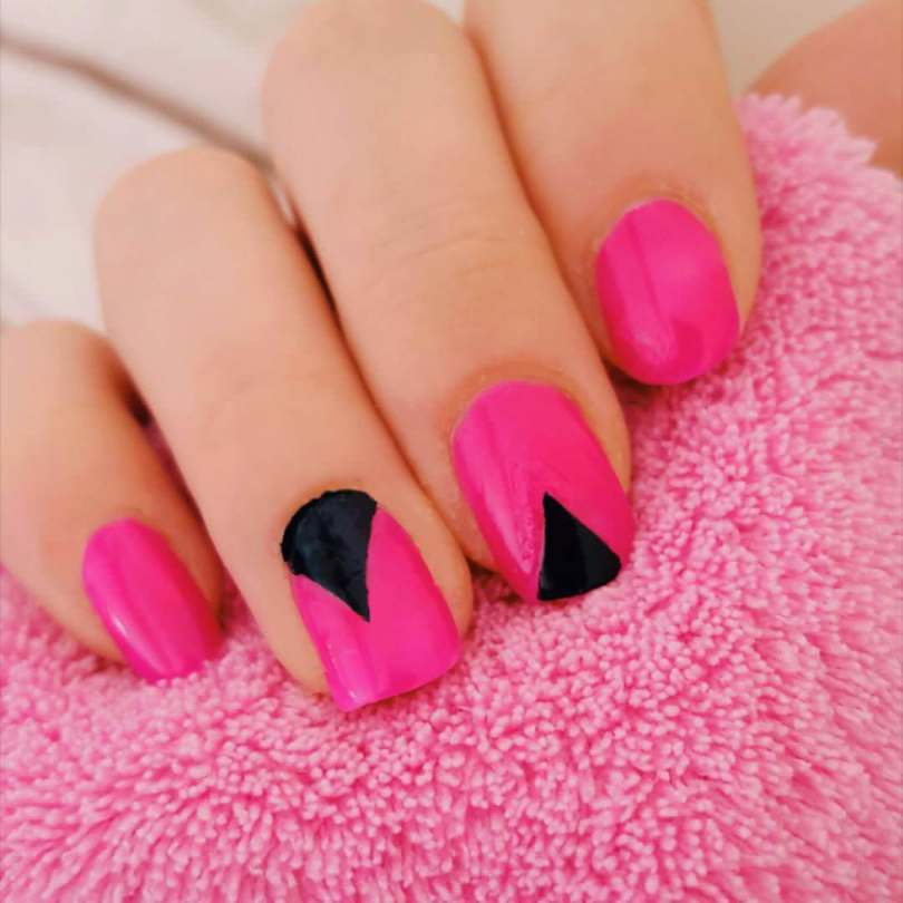 Incredible Black And Pink Nails With V Shape
