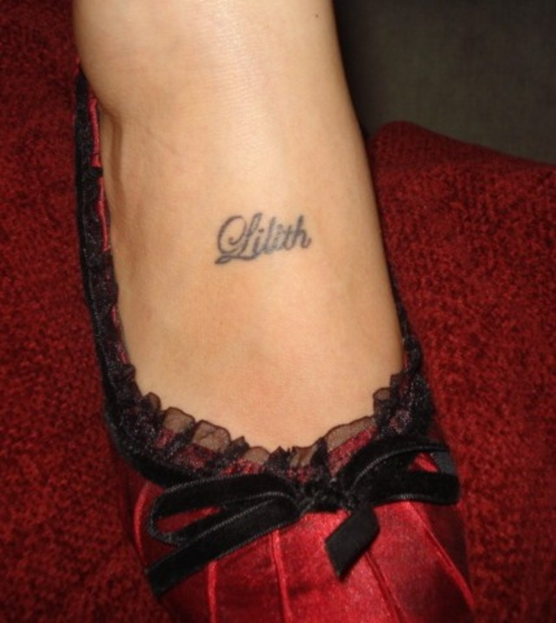 Latest Foot Tattoo For Girls Only