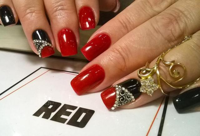 Most Phenomenal Red And Black Nails With Crystal Design