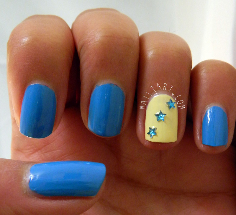 Phenomenal Star Design Yellow And Blue Nails