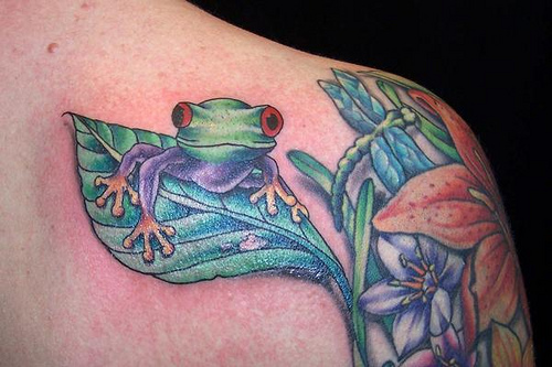 Popular 3D Frog Tattoo On Back Of Shoulder For Boys