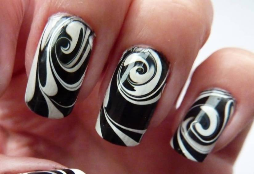 Sensational Circle Of White Paint With BLack Ink Black And White Nail Art