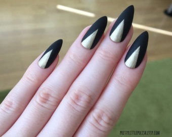 Stunning Stiletto Nails With Inner Golden Design
