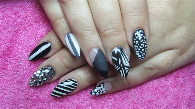 Trending Stiletto Nails With 8 Different Design