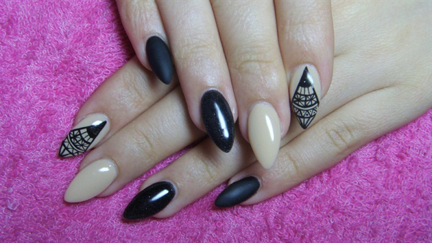 Trendy Stiletto Nails With Diamond Type Design