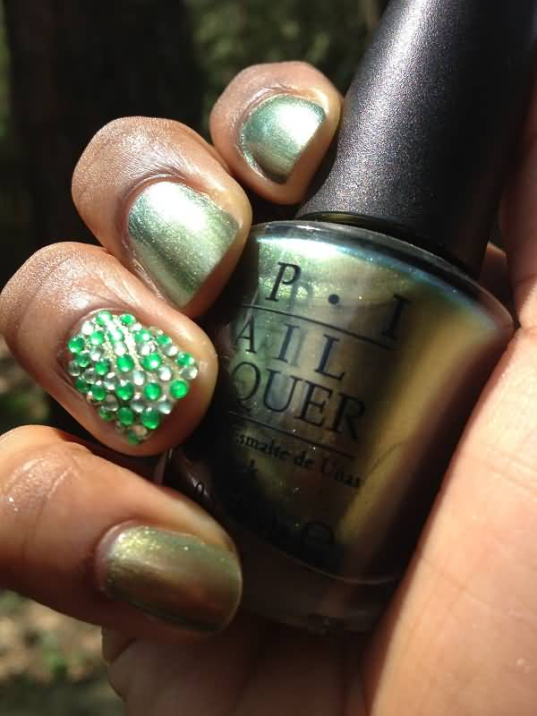 Ultimate Rhinestone In Green Color Accent Nail Art