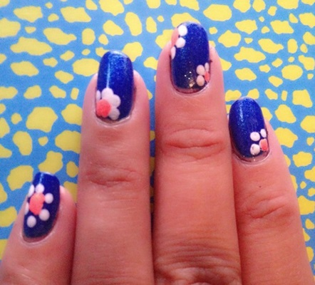 Wonderful Blue Nail Art With Flower Design