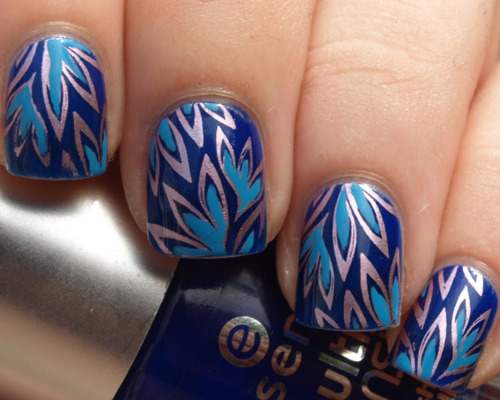 Wonderful Blue Nail With Leaves Design