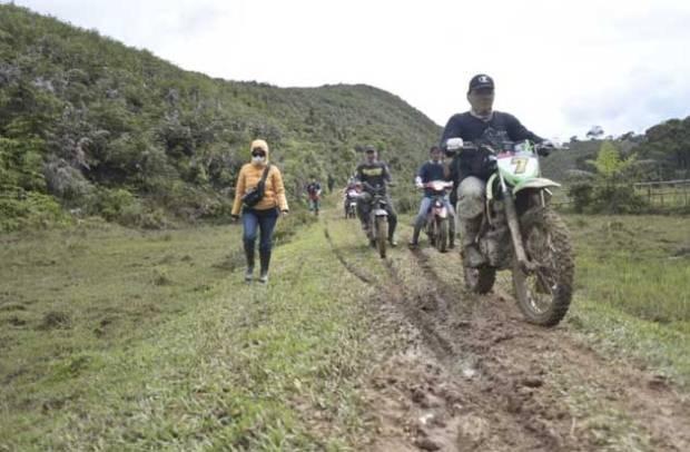 Bupati Lutra Pastikan Pembukaan Akses Jalan di Rampi Terus Dilakukan