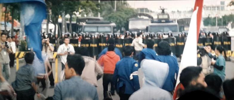 film di balik 98 (22)