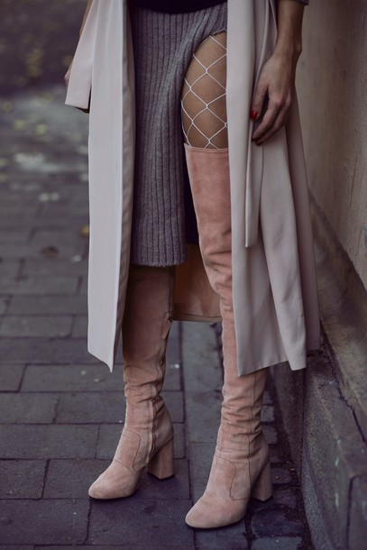 Resultado de imagen de fishnet tights with knee high boots