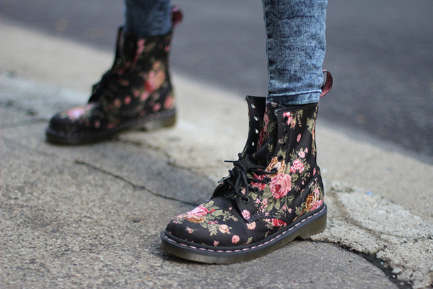 shoes combat boots floral DrMartens floral black flowers black shoes flower boots floral