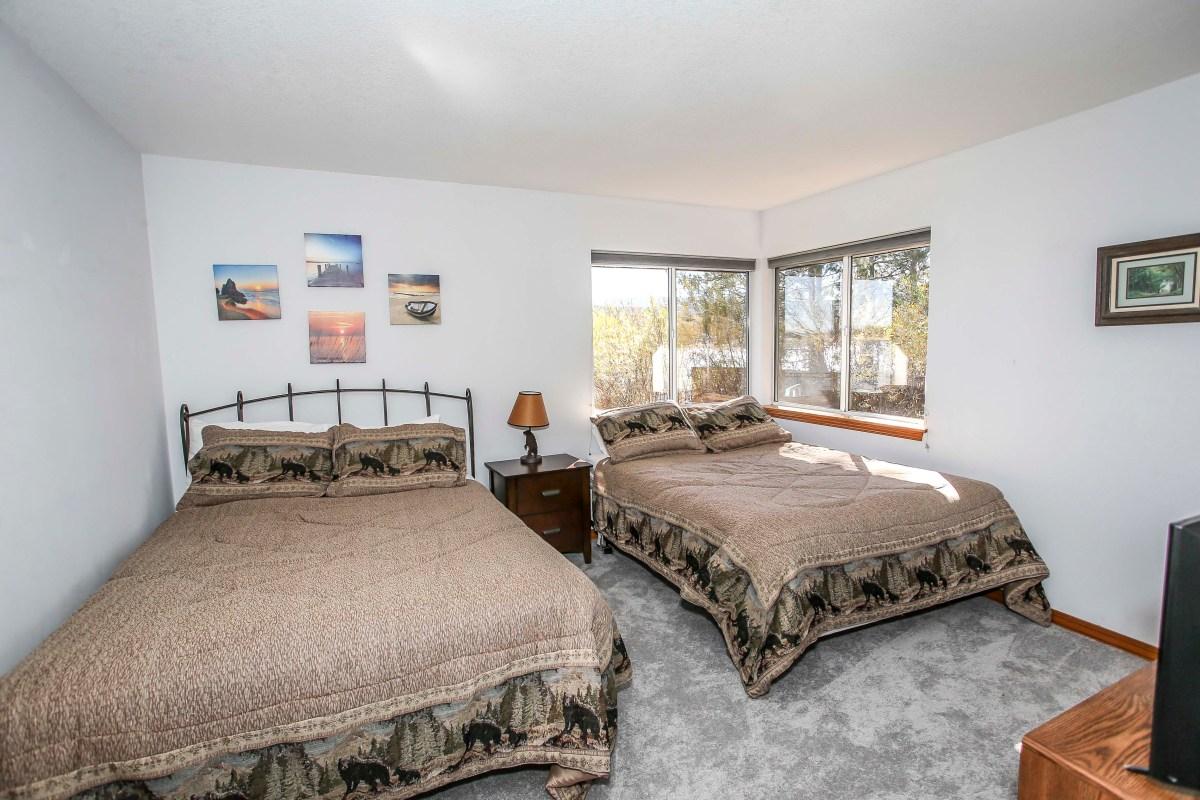 Bedroom #4 with 2 Queens