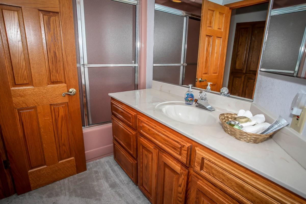 Modern Bathroom with Shower/Bath