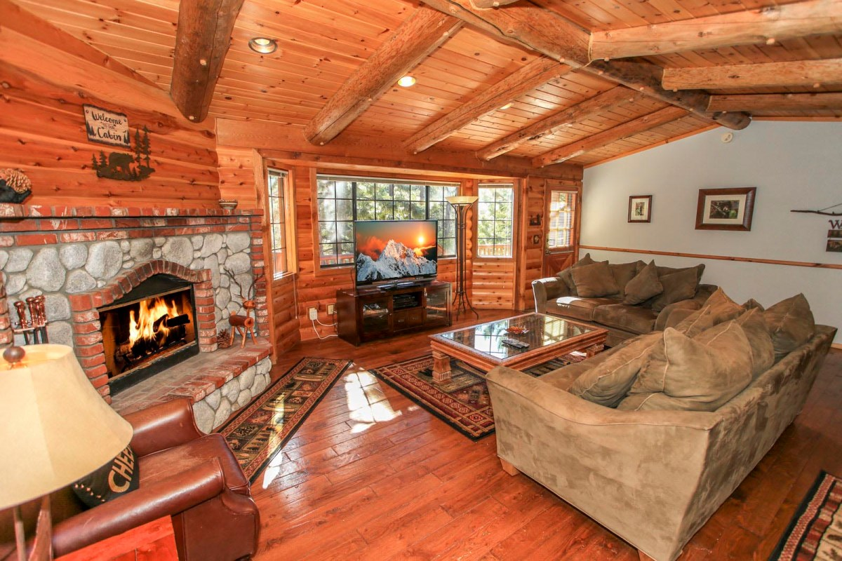 Enjoy a quiet evening or entertain guests in this ideal relaxation spot. A roaring fire on a cool Big Bear evening is the perfect way to enjoy this room.