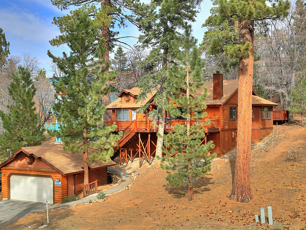 This picturesque Big Bear property has everything you will need to enjoy a perfect Mountain vacation! 3 Bedrooms, 2 Bath, Sleeps 7