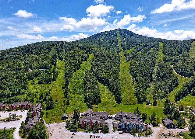 Pico mountain vermont · pico mountain, sister resort to killington and neighbor, has a warm, historical feel (opened thanksgiving 1937), but offers modern lifts,. Killington Vt United States Pico Resort E304 Killington Accommodations Killington Rental Associates