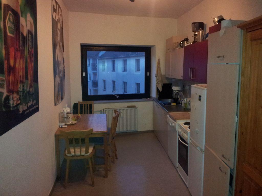 16 qm Zimmer in 60 qm Wohnung in optimaler Lage