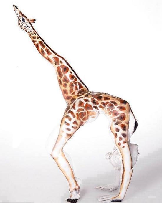 Amazingly Creative Body Art - Giraffe