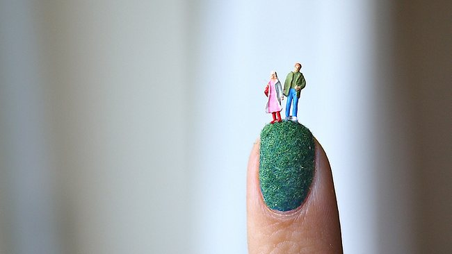 895841-miniature-world-nail-art