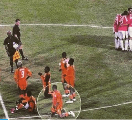 This football player pissed on the field - unbelieveable