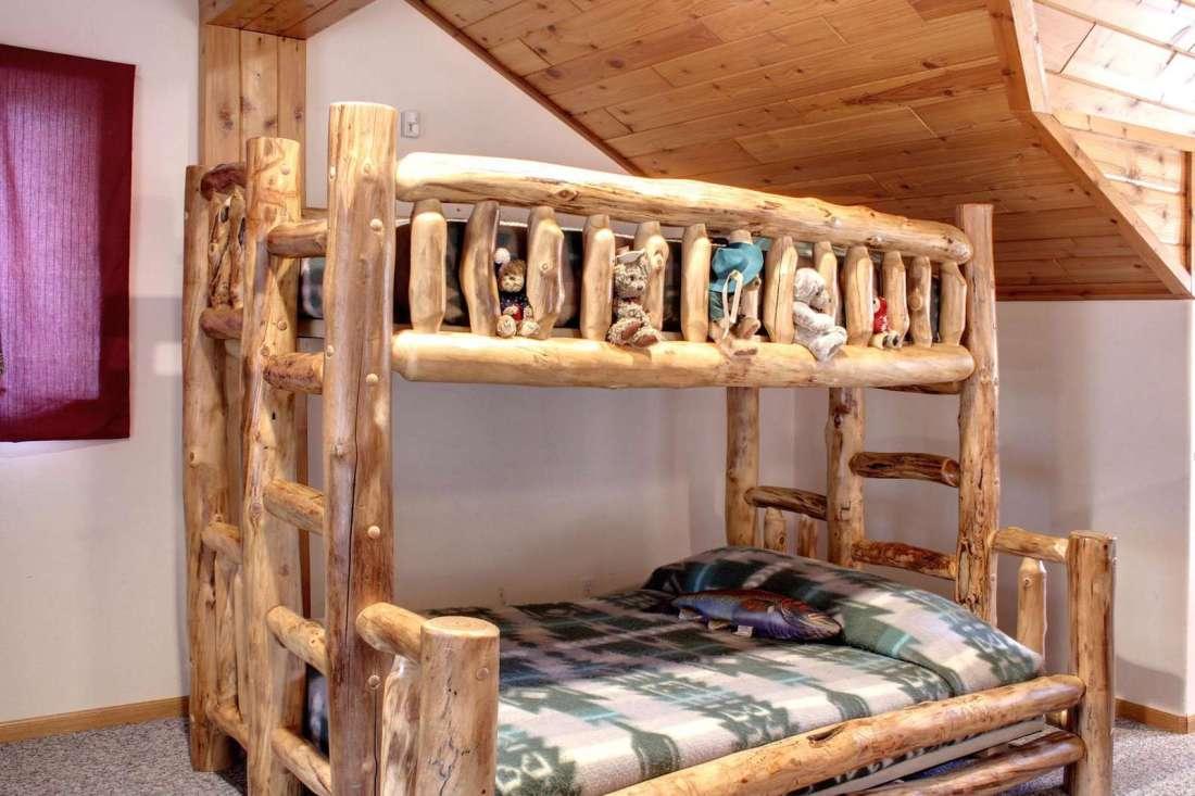 Bunk Bed Twin/Full Sleeps Three