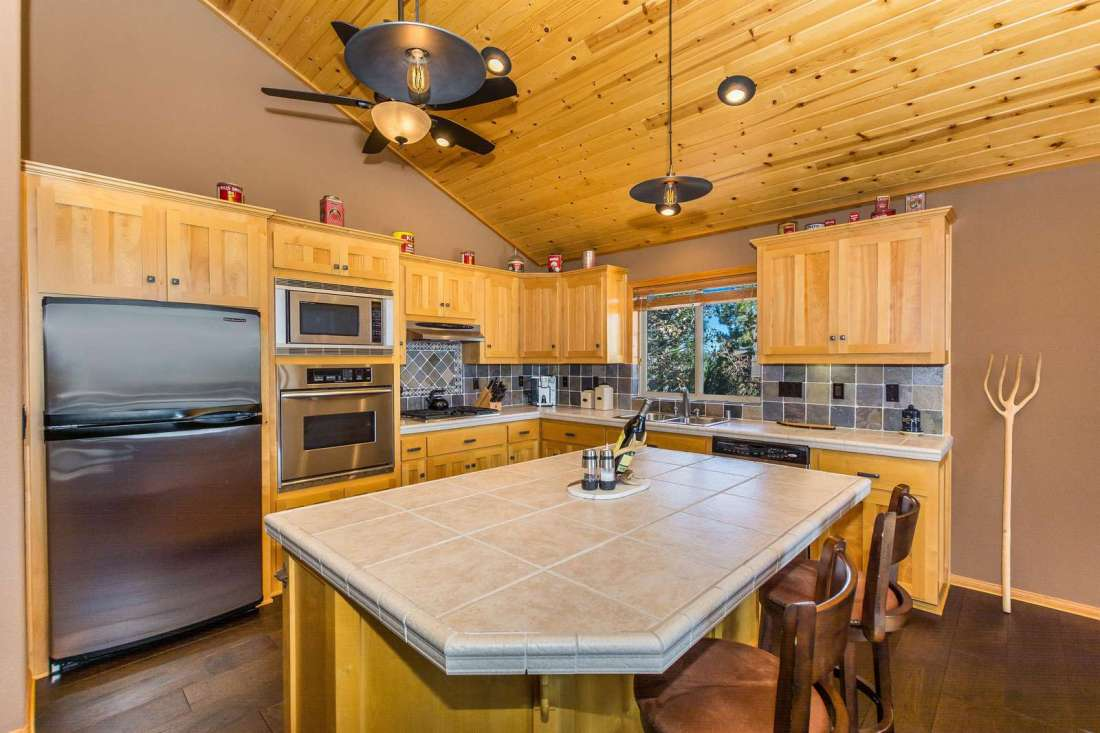 Prepare dinner in the chef's kitchen with all updated appliances.