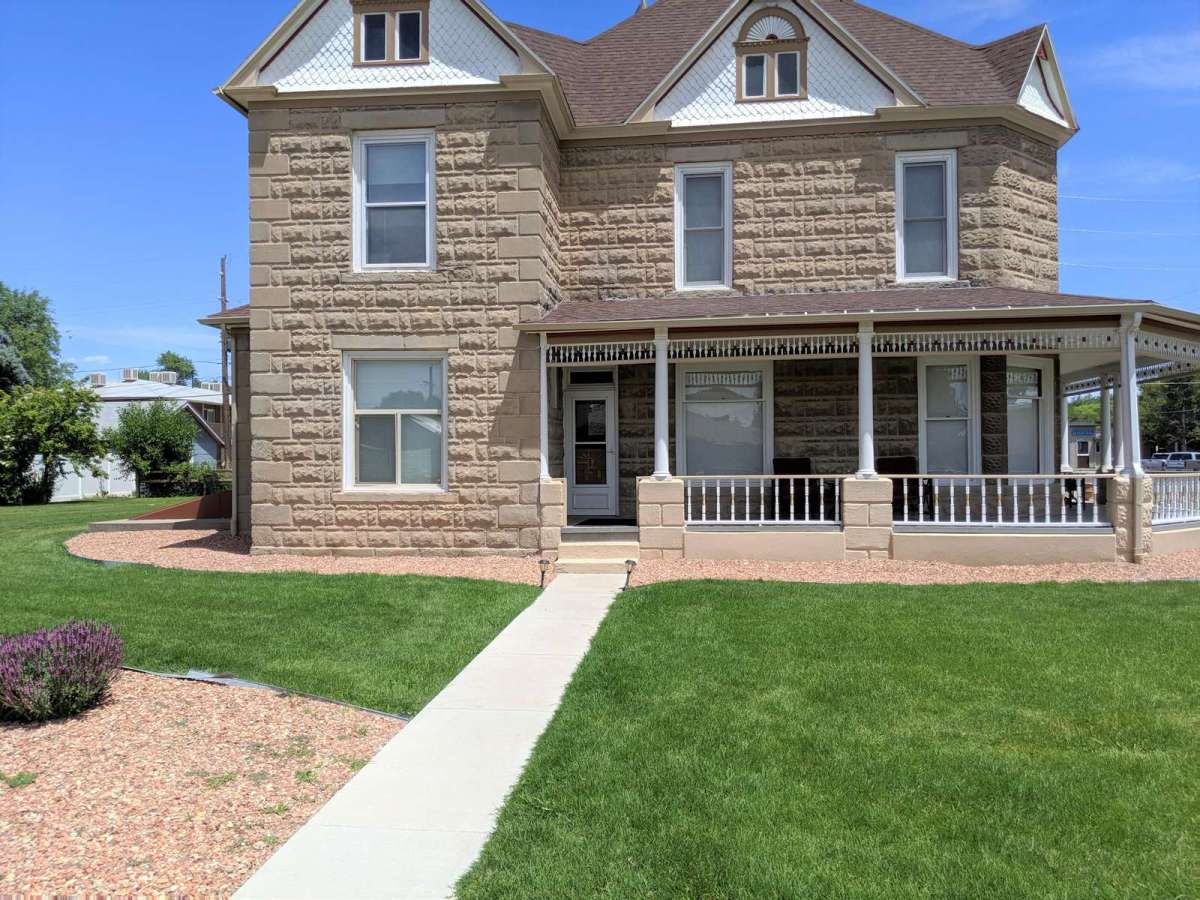 Beautiful Victorian home is walking distance from Fruita Downtown