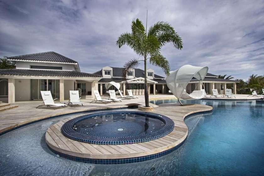 C'est La Vie – 6 Bedroom Villa - property