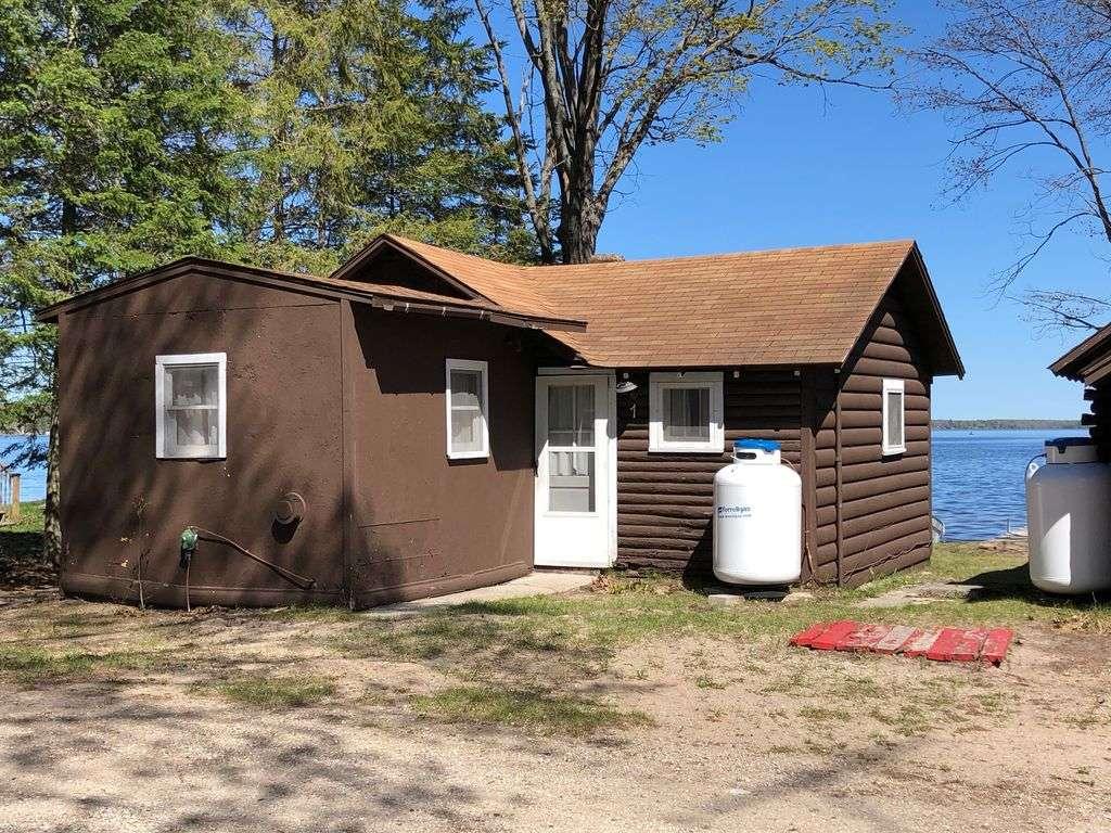 """Cabin #1 – """"Chickagami"""" - property"""
