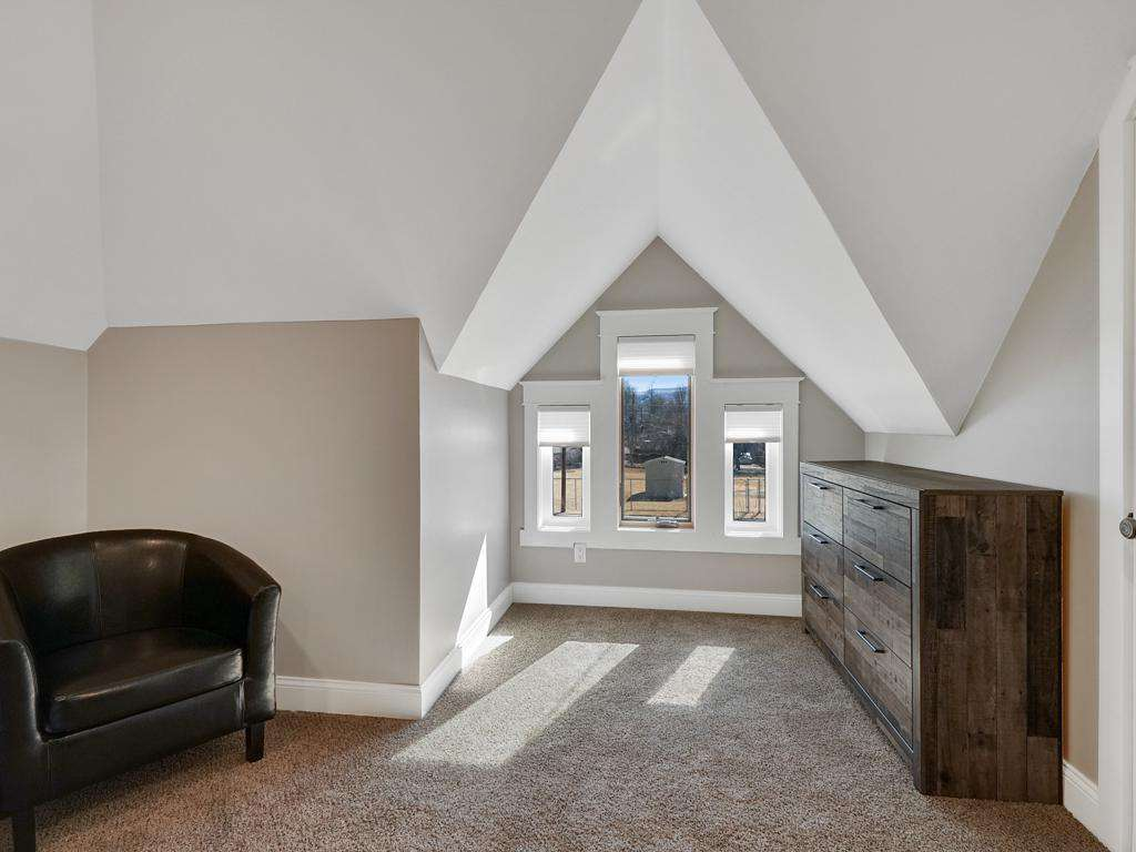 Beautiful Archway Windows allows for Great Natural Lighting