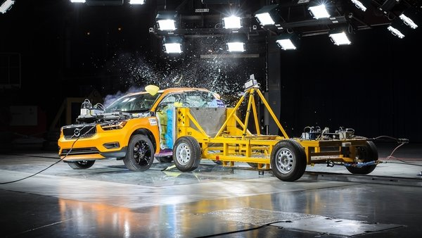 Side Impact Crash Test Shows 2018 Volvo Xc40 Is A Winner News Top Speed